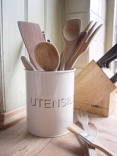 Cream enamel kitchen utensil pot